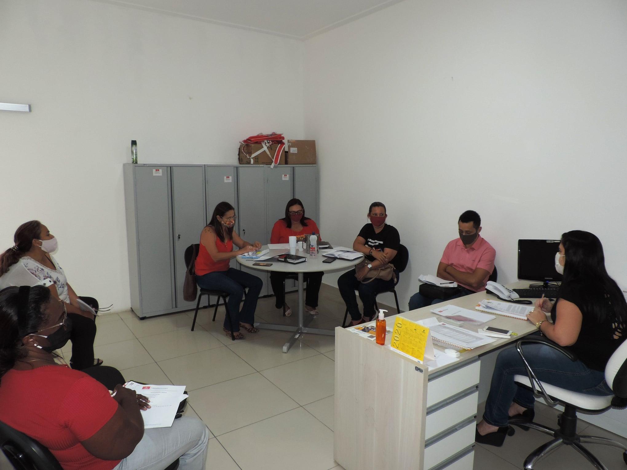 Acontece a primeira reunião presencial da APLB Sindicato com a Secretaria Municipal de Educação para discutir o contexto atual da Rede Municipal de Ensino.